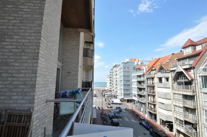 Lumineus mezzanine appartement op de Koningslaan, op enkele stappen van het Rubensplein te Knokke.