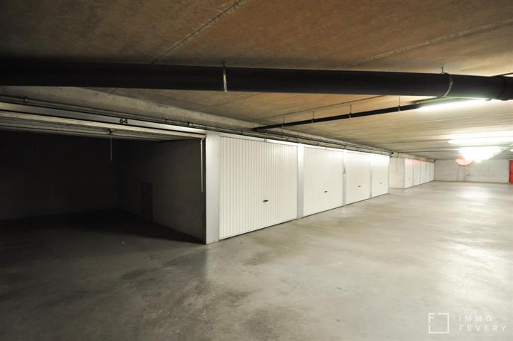 Gemakkelijk bereikbare gesloten garagebox te huur, gelegen in het centrum van Knokke.