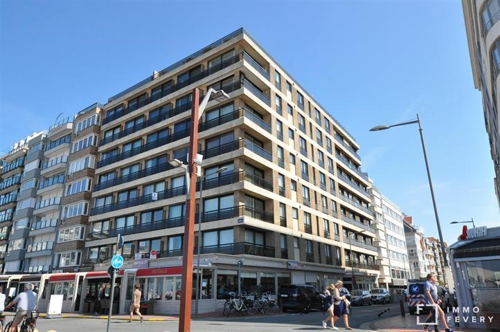 Gemeubeld appartement met prachtig frontaal zeezicht, aan het Rubensplein!