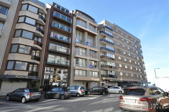 Appartement bien entretenu tout près de la Place Rubens et de la digue.