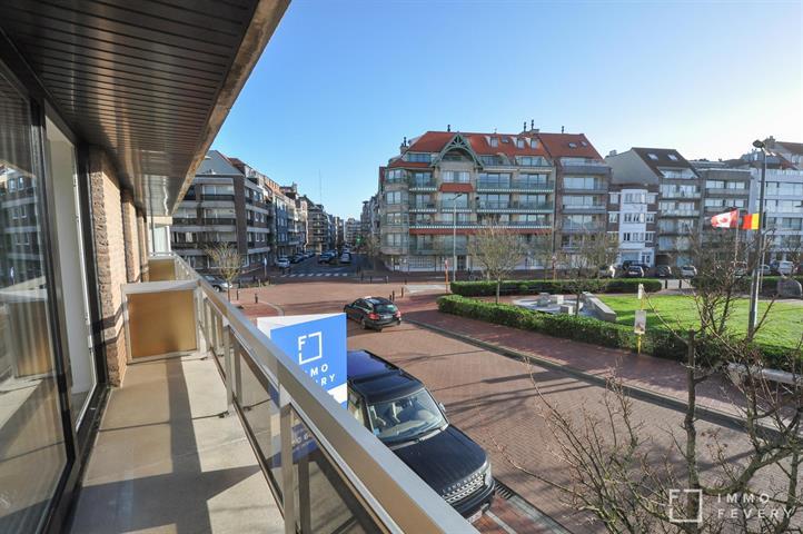 Appartement ensoleillé, entièrement rénové avec vue dégagée, tout près de la Place Rubens.