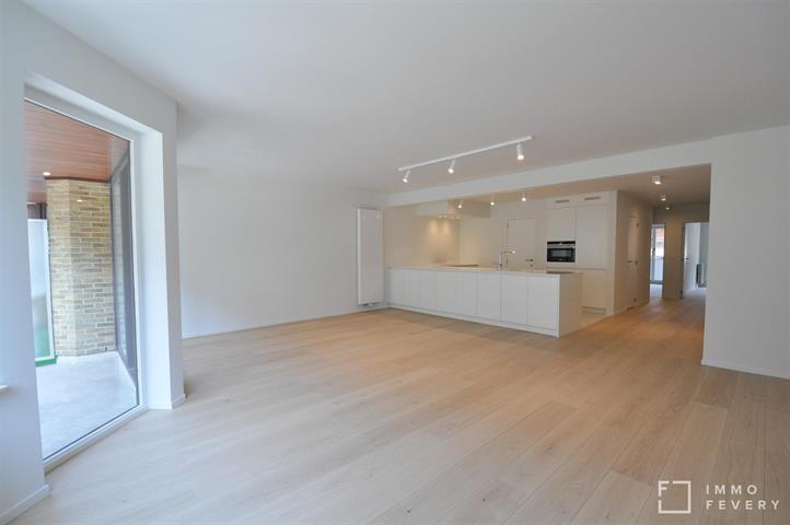Luxueus gerenoveerd appartement gelegen in de Parmentierlaan te Knokke.