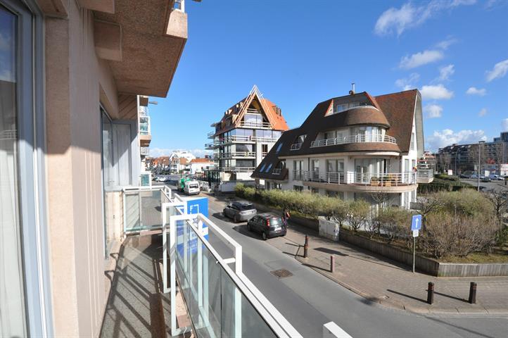 Zuidgericht hoekappartement  met open zicht, dichtbij de Zeedijk en het Casino.