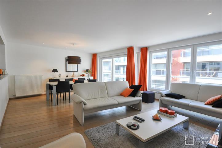Zeer ruim appartement met mooie afwerking, op enkele stappen van het Rubensplein te Knokke.