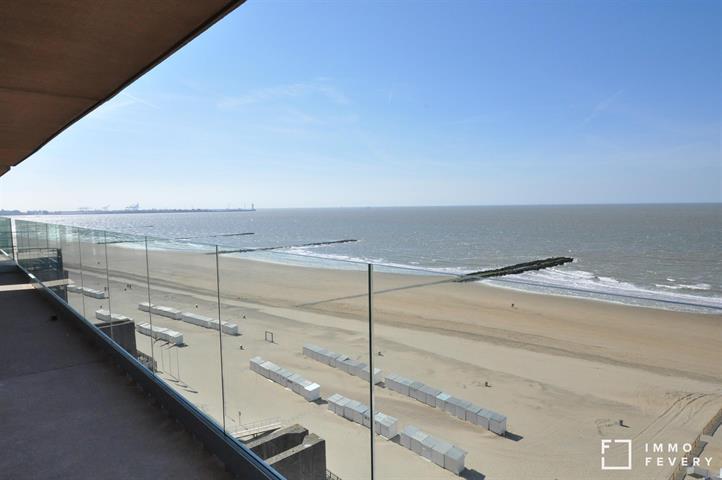 Gemeubeld appartement met UNIEK frontaal zeezicht, gelegen op de zeedijk te Knokke. Garage inclusief!