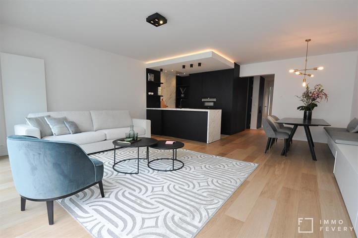 Schitterend gerenoveerd appartement met zijdelings zeezicht, kortbij het Rubensplein.