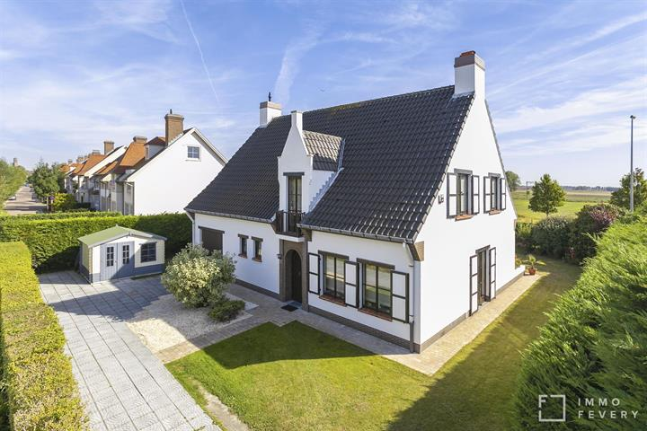 Piekfijne alleenstaande woning, centraal gelegen tussen Duinenwater en het centrum van Knokke.