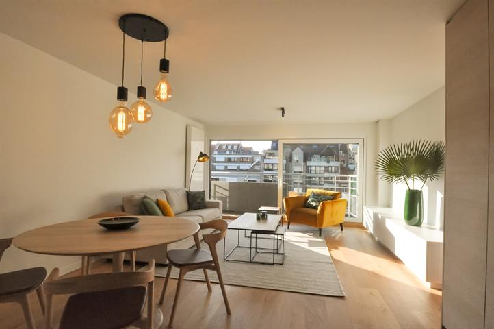 Schitterend gerenoveerd appartement, vlakbij de Zeedijk en de Lippenslaan.