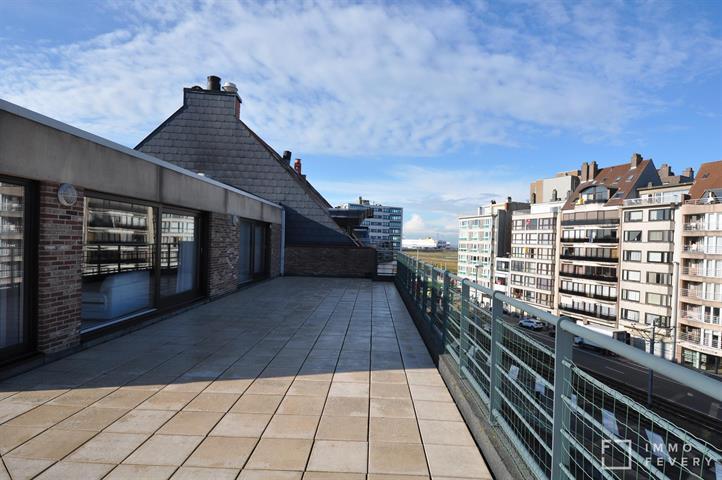 Penthouse met fantastische, zongerichte terrassen, gelegen in het centrum van Heist.
