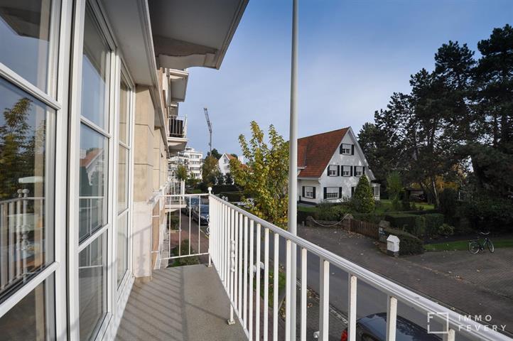 Zuidgericht appartement met aangenaam terras in het centrum van Knokke.