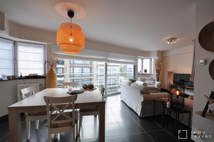 Recent appartement op een zeer centrale ligging in de Dumortierlaan.