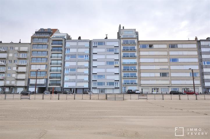 Vernieuwd appartement met 3 volwaardige slaapkamers, op de zeedijk te Alberstrand.