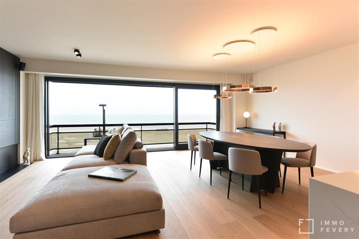 LUXUEUS GERENOVEERD appartement met mooie gevelbreedte op de zeedijk te DUINBERGEN, dichtbij het Stübbenpark.