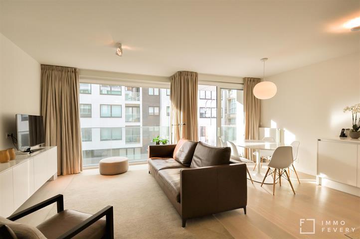 Stijlvol, zonnig appartement met mooie gevelbreedte. Gelegen op wandelafstand van het strand en van het centrum van Knokke.