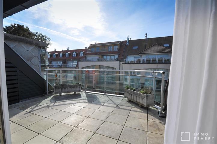 DUPLEX ensoleillé avec BELLES terrasses, situé au CENTRE de Knokke.